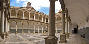 Cloister of the 'Real Colegio - Seminario del Corpus Christi'