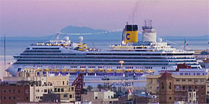 El crucero 'Costa Mgica' en el puerto de Valencia